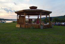 Kiosque à musique de Saint-Félix d'Otis le long du lac Otis